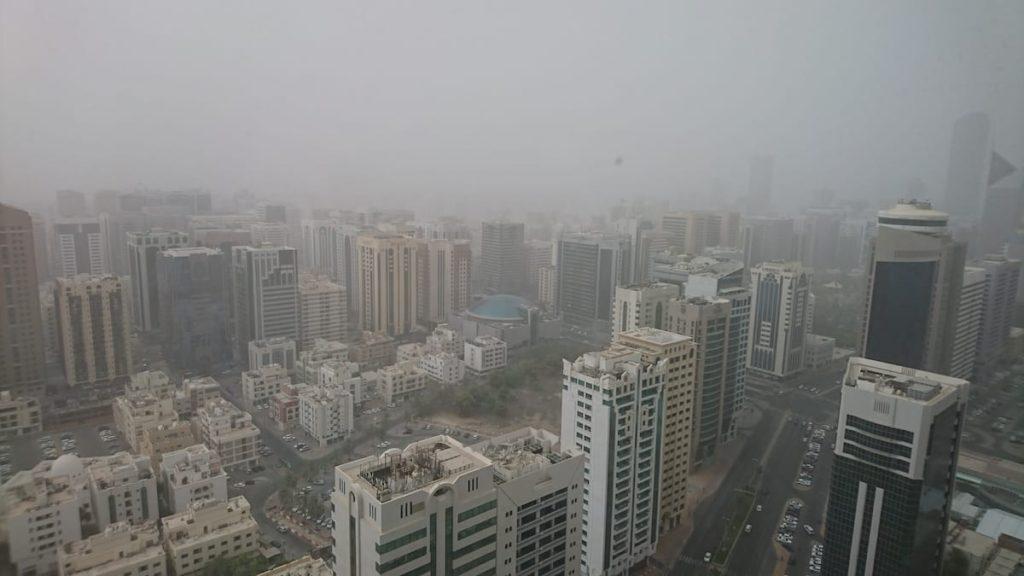 大気汚染された街の風景
